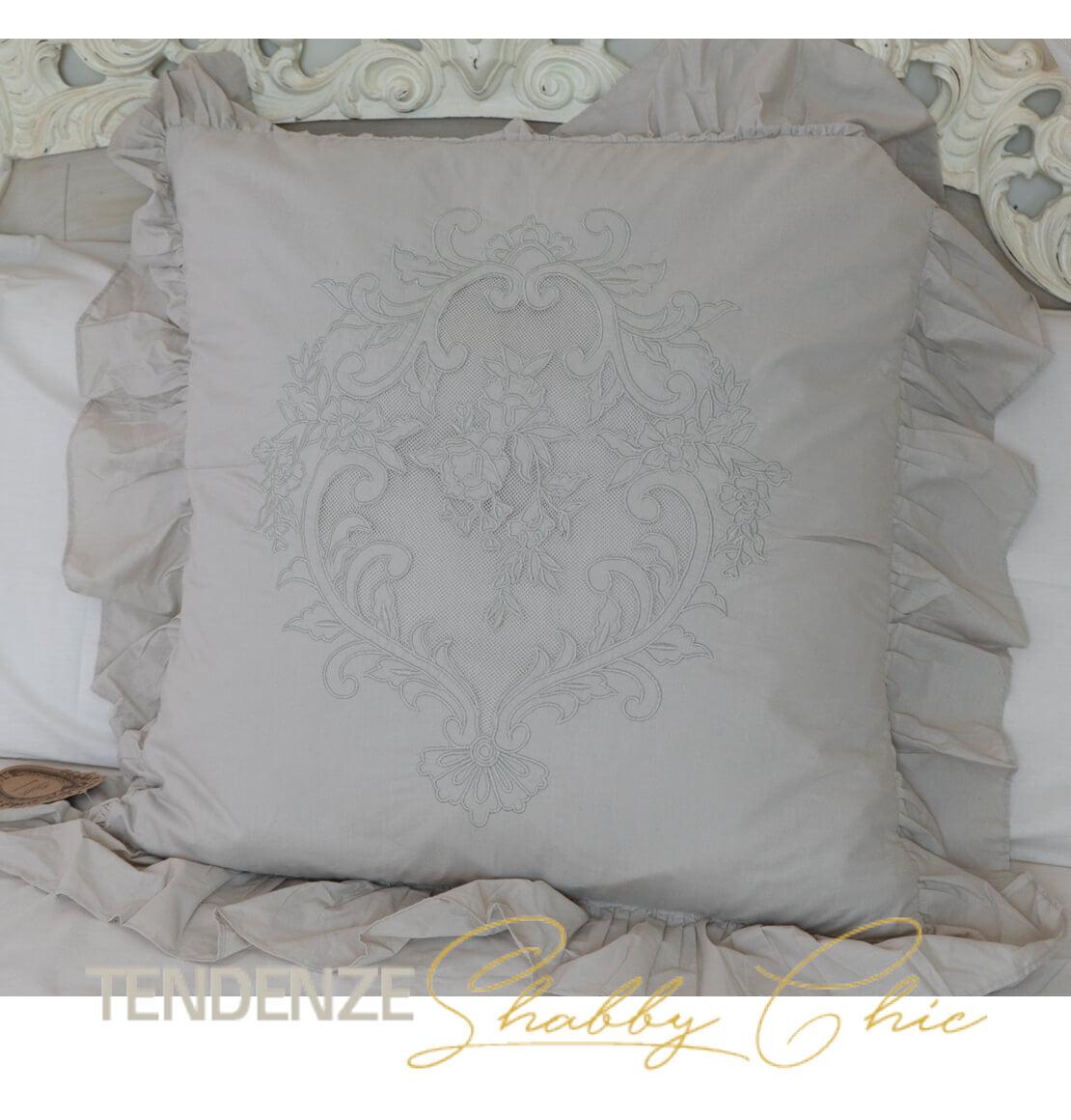 sedie in legno color avorio originali blanc mariclo' shabby style con schienale e seduta in paglia di vienna. Cuscino Beige Con Gale 60 Cm Tendenze Shabby Chic
