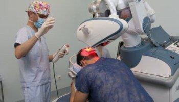 Dr. López Bran y Robot ARTAS