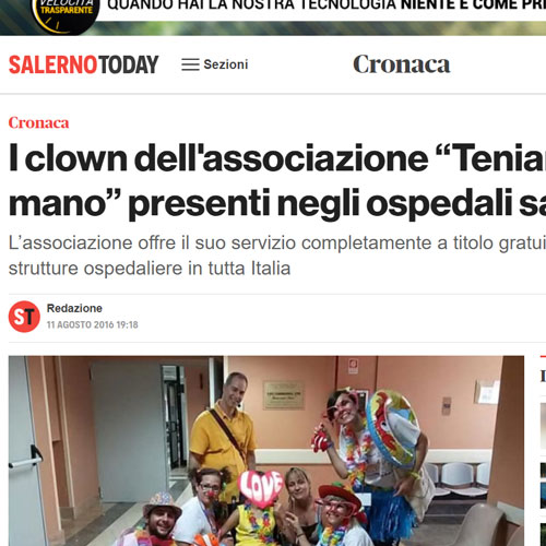 """I clown dell'associazione """"Teniamoci per mano"""" presenti negli ospedali salernitani"""