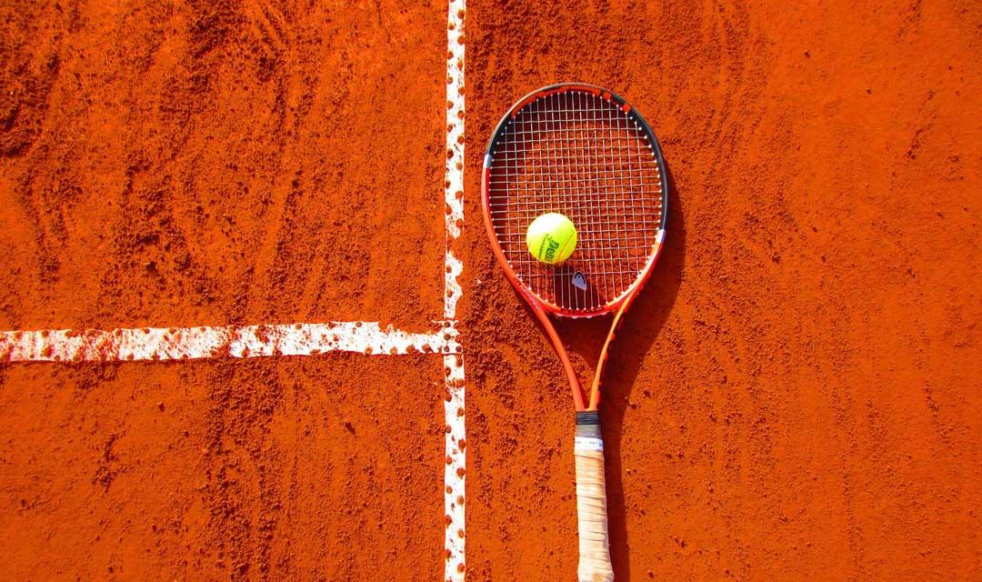 Reserva una pista para jugar al tenis en la Costa del Sol