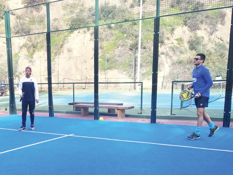 Club de tenis con clases para adultos adaptadas a tu nivel