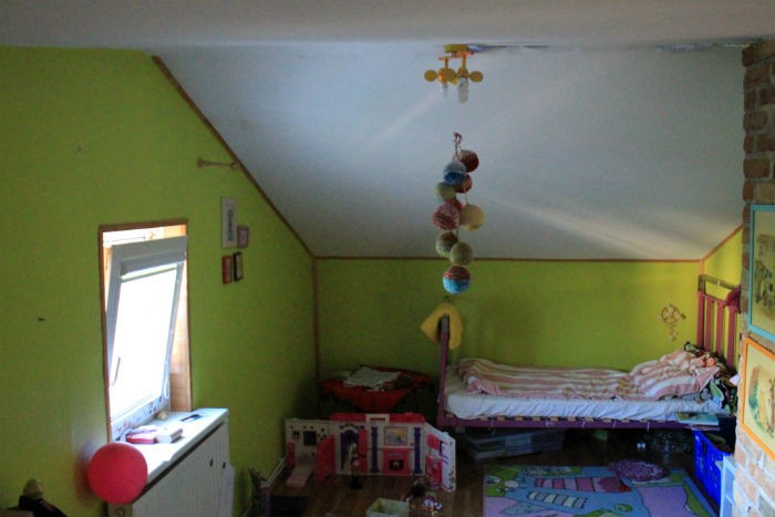 sofi-kambarys-pries