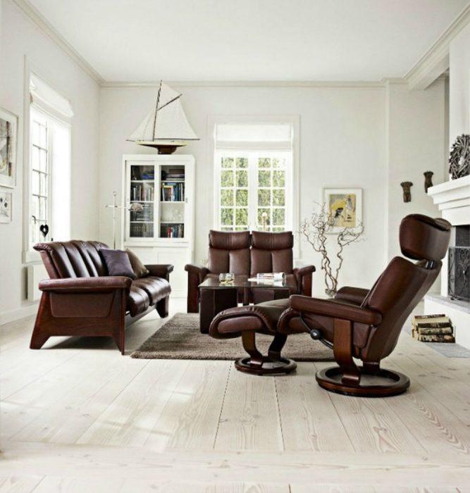 Scandinavian-Design-Light-flooring-and-Ekornes-Stressless-chair