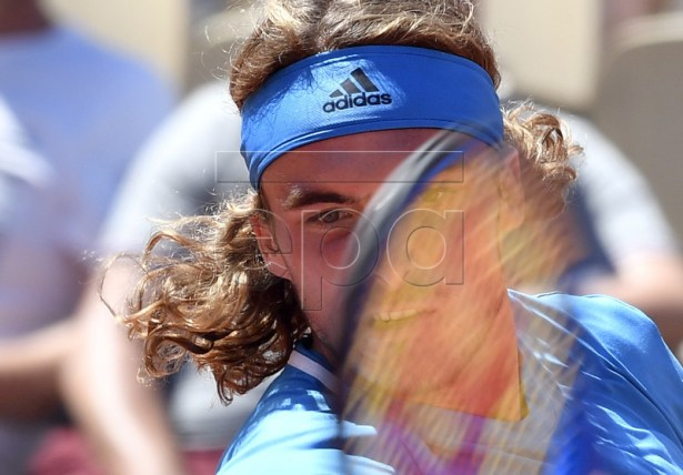 Stefanos Tsitsipas of Greece plays Stan Wawrinka of Switzerland during their men?s round of 16 match during the French Open tennis tournament at Roland Garros in Paris, France, 02 June 2019.  EPA-EFE/JULIEN DE ROSA