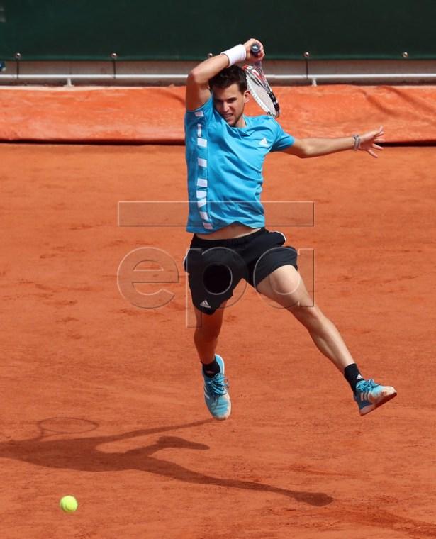 Dominic Thiem of Austria plays Novak Djokovic of Serbia during their men?s semi final match during the French Open tennis tournament at Roland Garros in Paris, France, 08 June 2019. EPA-EFE/SRDJAN SUKI