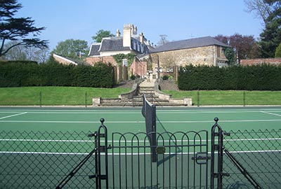 Tennis court gate with obelisk supports from en Tout Cas