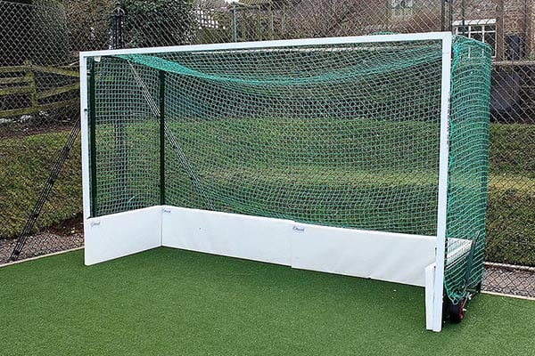 Hockey goal for use on a synthetic tennis court from En Tout was