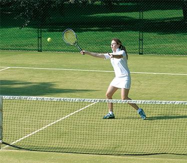 Girl playing tennis on a tenniturf tennis court carpet by en Tout Cas