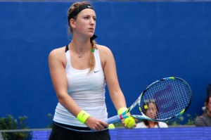 Victoria Azarenka serving china Open