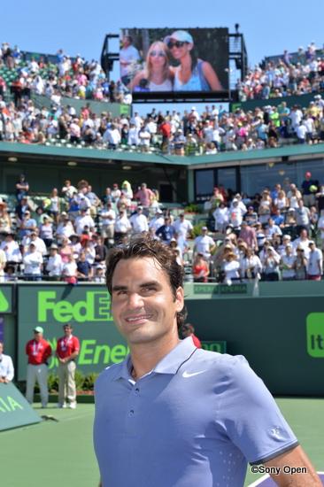 Federer on court-001