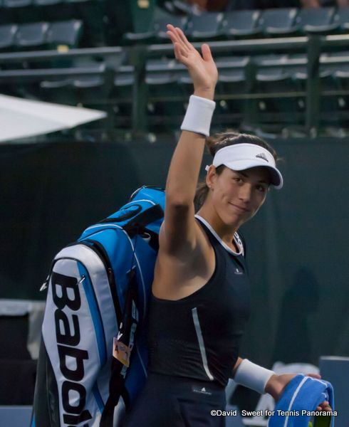 Muguruza waves to the crowd-001