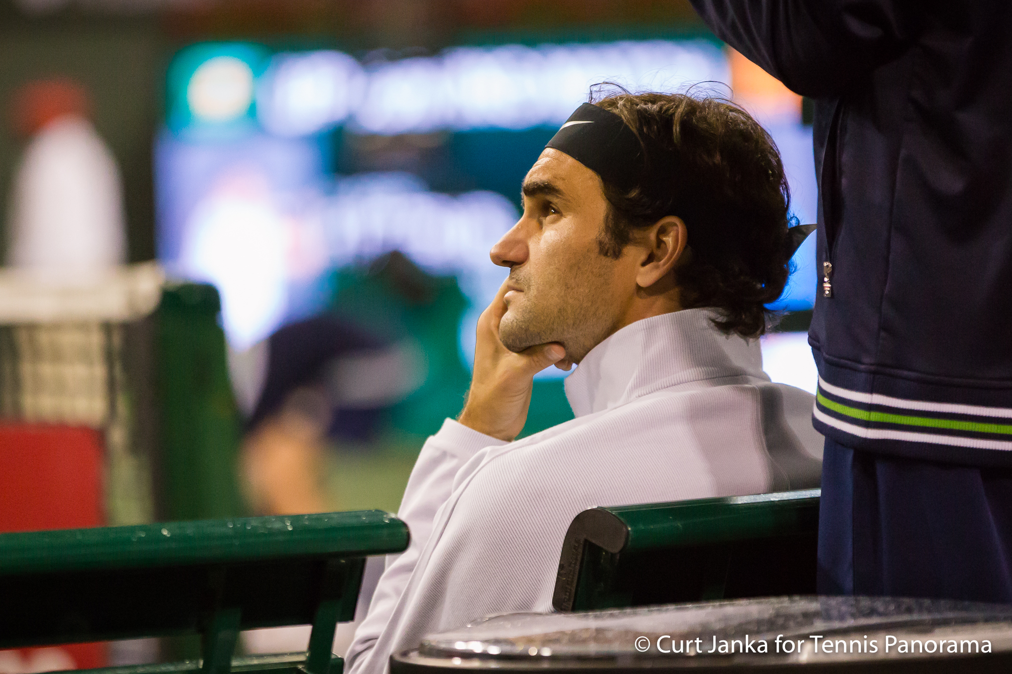 Federer cruises at Indian Wells, Thiem retires hurt