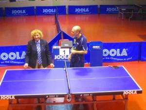 Luigi Rocca chiacchiera con l'arbitro