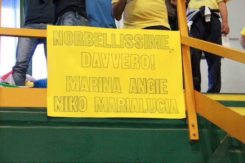 Uno striscione dei tifosi del Tennistavolo Norbello (Foto Gianluca Piu)