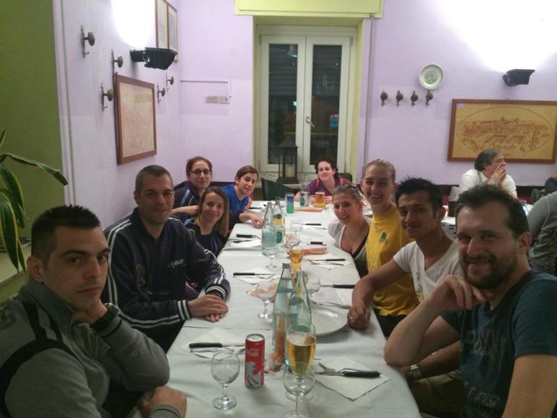la cena festosa post gara con atlete, parenti e tifosi
