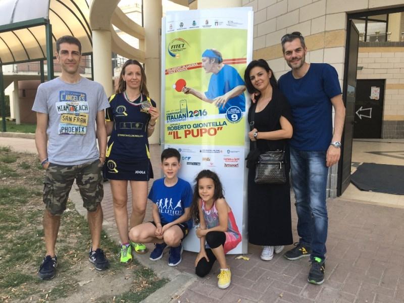 Marialucia Di Meo festeggia il bronzo con il presidente Carrucciu e i suoi più accaniti tifosi