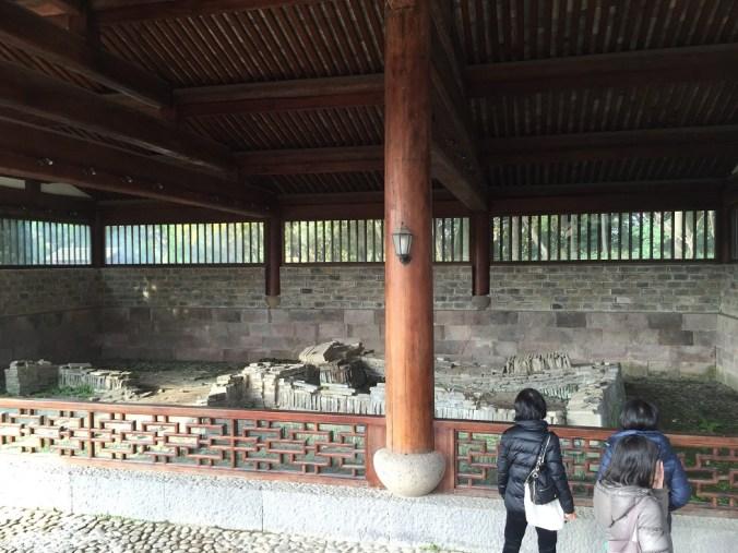 梁山泊の墓