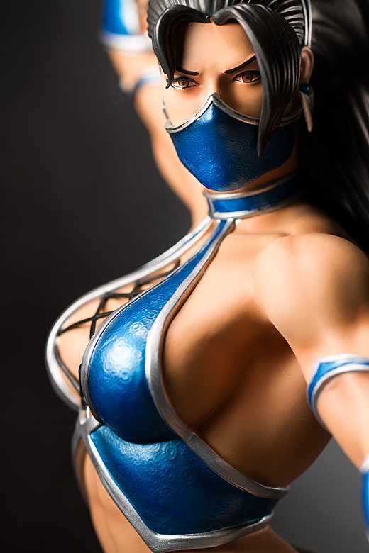 Kitana statue by Pop Culture Shock