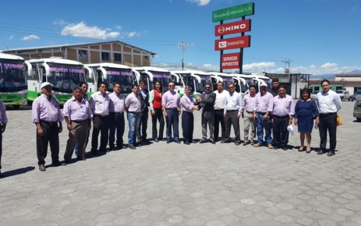Teojama Comercial entregó nueve buses a Transportes Guadalajara