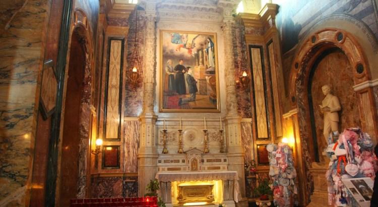 reliquias en el altar