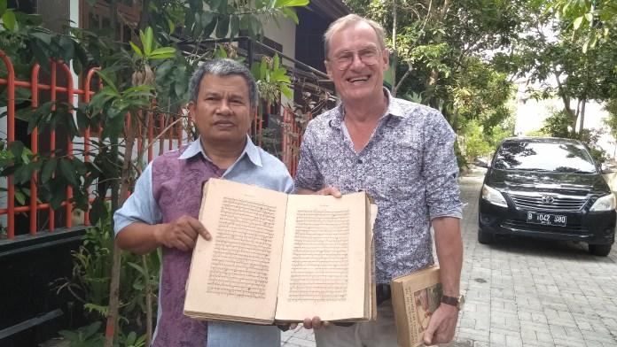 filolog-dick-van-der-meij-menilik-naskah-manuskrip-kuno