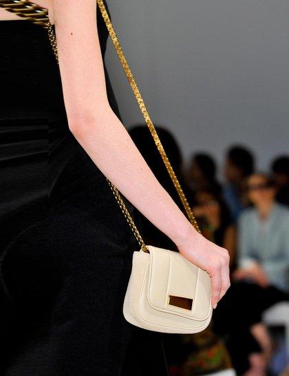 chalayan-white-bag-pfw çanta trend