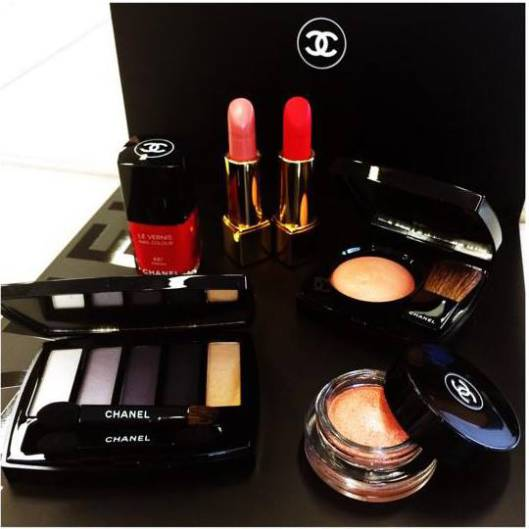 chanel-holiday-2014-plumes-prc3a9cieuses-de-chanel