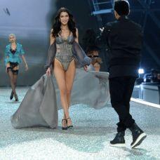 victorias-secret-fashion-show-2016-bella-hadid