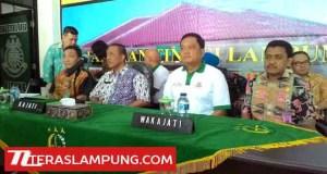 Kepala Kejati Lampung, Suyadi (dua dari kiri), dalam press gathering di Kejati Lampug,Kamis (10/12).