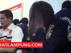 "Penyanyi Hesty ""Cintaku Klepek-Klepek"" saat diamankan Polda Lampung, Jumat, 9 Februari 2016 lalu."