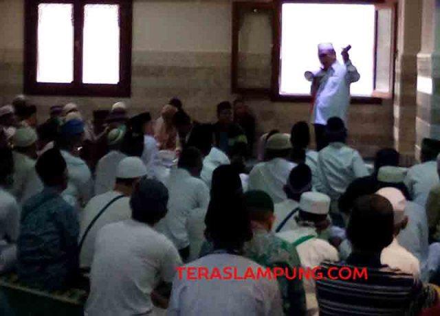 Burhanuddin memberikan pengarahan kepada para jamaah Indonesia sebelum menuju Arafah untuk melakukan wukuf, Jumat siang Waktu Arab Saudi.