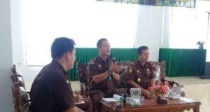 Ketua TP4D Kejari Lampung Utara, Dicky Zaharuddin (tengah) memberikan penerangan hukum kepada para pejabat Pemkab Lampung Utara