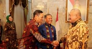 Alex Noerdin terima kunjungan KKN Fakultas Keamanan Nasional Nasional Univeristas Pertahanan di Griya Agung, Senin malam (26/02/2018).