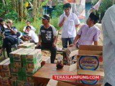 Bantuan makanan untuk para korban banjir di posko banjir dan dapur umum milik pendukung pasangan Zaya