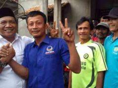 Usai kampanye dialogis, Aprozi Alam berpose dengan sejumlah warga.
