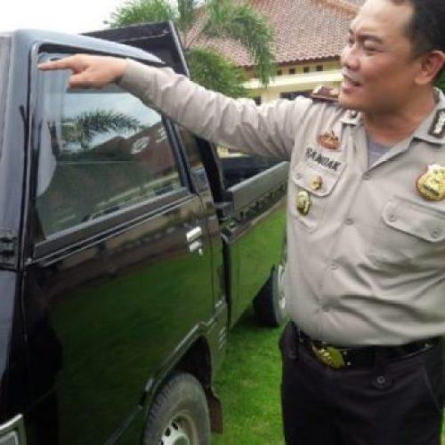 Kabag Ops Polres Lampung Utara, Kompol Handak Prakarsa Qulbi menunjukan barang bukti mobil curian yang digasak oleh komplotan sindikat spesialis mobil Pikap