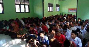 Doa bersama menjelang Ujian Nasional di SMPN 2 Kasui, Way Kanan.