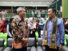 Menpora Imam Nahrawi (kanan) dan Pjs Gubernur Lampung Didik Suprayitno pada acara kuliah umum di Universitas Malahayati, Jumat (13/4/2018).