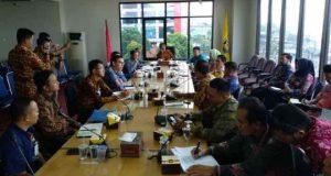 rapat pembahasan optimalisasi penyaluran Kredit Usaha Rakyat (KUR) di Kota Bandarampung, di Ruang Rapat Walikota Bandarlampung (12/4/2018)