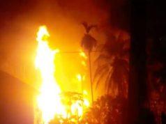 Kobaran api di sebuah sumur minyak di Aceh Timur, Rabu (25/4/2018). Sedikitnya 10 orang tewas dalam musibah ini (Foto: dok acehkita.com)