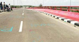 Fly-over Simpang Keramasan Palembang sudah banyak coretan meskipun belum diresmikan (Foto: lenterapendidikan.com)