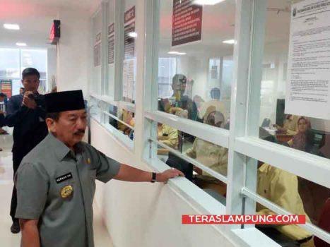 Walikota Bandarlampung Herman HN sidak di Gedung Pelayanan Satu Atap,Selasa (26/6/2018).