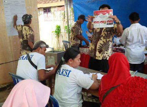 Penghitungan suara Pilbup Lampung Utara di salah satu TPS di Kotabumi, Rabu, 27 Juni 2018.