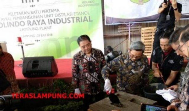 Dirjen Industri Kimia, Tekstil dan Aneka Achmad Sigit Dwiwahjono melakukan peletakan batu pertama pembangunan pabrik etanol berkapasiyas 50 juta liter per tahun milik PT Molindo Raya Industrial (MRI) di Sekampug Udik, Kabupaten Lampung Timur, Rabu siang (25/7/2018).