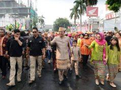 Gubernur Ridho Ficardo dan istri,Ny. Aprilani Yustin Ficardo, ikut parade budaya dalam rangka Lampung Krakatau Festival, Minggu, 26 Agustus 2018.