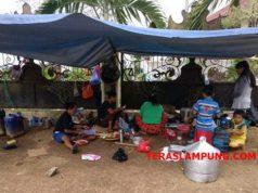 Kondisi dapur umum warga eks pasar Griya Sukarame yang tinggal di halaman kantor DPRD Kota Bandarlampung