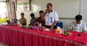Kepala UPT Dinas Pendidikan dan Kebudayaan Kecamatan Abung Kunang, Lampura, Fadli menyosialisasikan TP4D