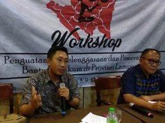 Direktur LBH Bandarlampung Alian Setiadi bersama Abi Hasan Mu'an di acara Workshop Penguatan penyelenggaraan dan Pemerataan Bantuan Hukum di Provinsi Lampung.