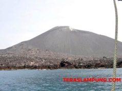 Perairan di dekat Gunung Anak Krakatau. Foto diambil pada 6 November 2009. (Foto: Oyos Saroso HN)