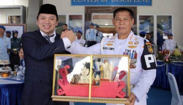 Gubernur Lampung Ridho Ficardo resmi menjadi keluarga kehormatan Polisi Militer Angkatan Laut.